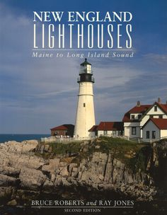 New England Lighthouses is a fascinating guide to the most significant lighthouses in New England, including the country's oldest lighthouse, Boston Light. Through stirring historic accounts and stunn