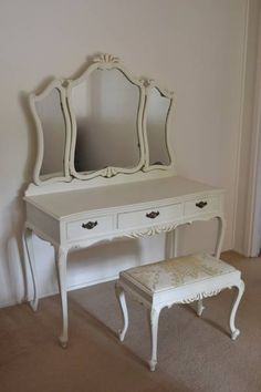 Queen Anne Vanity Table