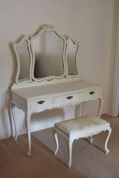 Queen Anne Vanity Table