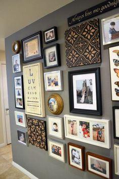 Duvar fotoğraf çerçeveleri ile kendinize güzel bir kolaj oluşturun. Daha sonra evinizin hangi köşesinde kolaj kullanacağınıza karar verin. Hangi tarzda olursa olsun, evler sizden bir şeyler