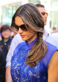 Ponytails: el hairstyle favorito para esta primavera Alessandra Ambrosio  http://www.glamour.mx/articulos/la-cola-de-caballo-el-hairstyle-favorito-para-un-picnic/1427