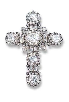 A RARE 18TH CENTURY DIAMOND CROSS BROOCH/PENDANT  Designed as old-cut cushion-shaped diamond clusters with diamond collet detail, foil-backed settings, mounted in silver with later gold brooch and pendant fitting, probably English, circa 1750, 7.2 cm long, with green fitted case
