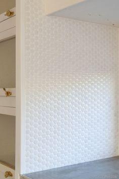 Kitchen - glossy white penny tile backsplash w/ bright white grout Living Room Tiles, Tile Floor Living Room, Penny Tiles Kitchen, Penny Tile Backsplash, Tile Design, Round Tiles, Penny Tiles Bathroom, Vintage Revival, Round Kitchen