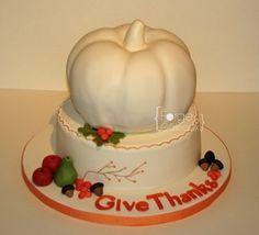 Thankgiving cake - La Forge à Gâteaux #GiveThanks #ThankgivingCake #Pumpkin #FallFruitsCake www.laforgeagateaux.com