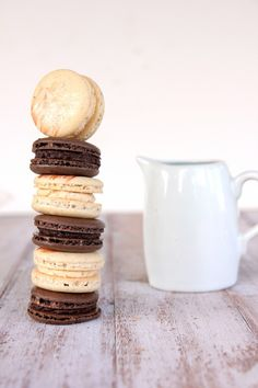 Hot chocolate macaron filled with an intense smooth and spicy ganache filling. Chocoholics this one is for you. Chocolate Macaroons, Hot Chocolate Bars, Chocolate Cookie Recipes, Chocolate Roulade, Lindt Chocolate, Chocolate Crinkles, Chocolate Drizzle, Chocolate Frosting, Yummy Treats