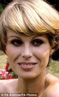 The New Avengers photoshoot Joanna Lumley as Purdey Joanna Lumley, 70s Tv Shows, Emma Peel, New Avengers, British Actresses, Hairstyles With Bangs, Dame, Rule Britannia, Beautiful Women
