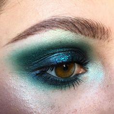 @maccosmetics Kelly, Electric Eel, and Deep Blue Green pigment    @jeffreestarcosmetics Expensive    @nyxcosmetics Mermaid and Teal glitter    @sugarpill Lumi pigment