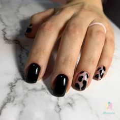 They allow to display a manicure impeccable during several weeks and to play with the form and the length of our nails. Black Gel Nails, Cute Acrylic Nails, Black Manicure, Minimalist Nails, Dream Nails, Love Nails, Stylish Nails, Trendy Nails, Nail Manicure