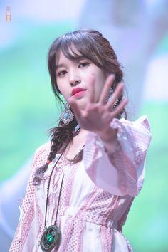 PsBattle: Mina from Twice waving her hand