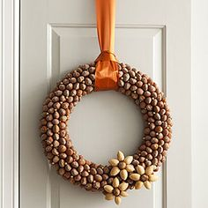 Acorn crafts- tutorial on how to make an acorn or nut wreath. Very pretty!