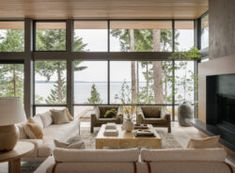 Minimalist box-like structure hovers above Shelter Island Inviting Home, Organic Modern, Organic Living, New Home Designs, Elegant Homes, Guest Bedrooms, Beautiful Interiors, Decoration, Living Spaces