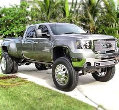 Fullsize GMC on Big RIg wheels & tires