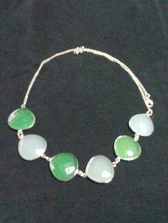 Collana con gemme verdi e ghiaccio
