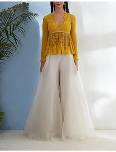 Indian Gowns Dresses, Indian Fashion Dresses, Indian Designer Outfits, Girls Fashion Clothes, Indian Outfits, Indian Clothes, Pakistani Dresses, Sharara Designs, Lehenga Designs