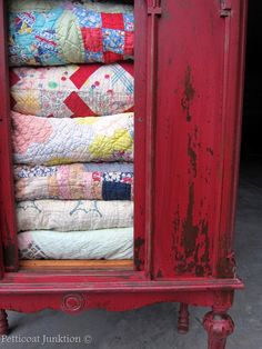 shabby red cupboard full of vintage quilts - beautiful! Old Quilts, Antique Quilts, Vintage Quilts, Colorful Furniture, Painted Furniture, Red Cabinets, Shabby Chic Vintage, Quilt Display, Quilt Storage