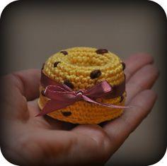 Ravelry: Mini turban cake pattern by Grietje karwietje Crochet Fruit, Crochet Food, Crochet For Kids, Diy Crochet, Crochet Crafts, Yarn Crafts, Crochet Projects, Crochet Patterns Amigurumi, Amigurumi Doll
