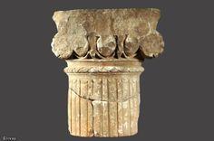Chapiteau ionique de petit module provenant d'un portique rhodien (portique entourant une cour), première moitié du IIe s. de notre ère, Poitiers (Vienne) 1998...