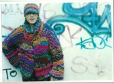 Veste et casquette au crochet réalisé avec des chutes de laine. Dani MICHELS