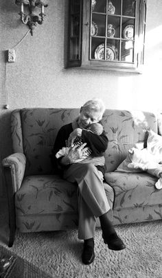 This reminds me of my granny....she loved to hold my babies tight & give them lots of love.