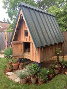 Simple DIY Chicken Coop Plans Tips. Realistic Programs Of Building Chicken Coop - What's Needed - Bored Munkey