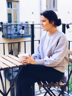 Stylish sweater from Ivyrevel. Fall fashion inspiration. http://mariannelle.com