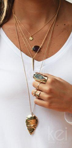 gold ARROWHEAD necklace por keijewelry en Etsy