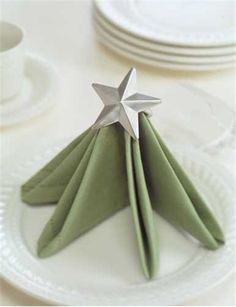 2013 Christmas tree napkin fold, Christmas tree napkins folding, 2013 Christmas table decor #2013 #Christmas #napkin #fold www.loveitsomuch.com