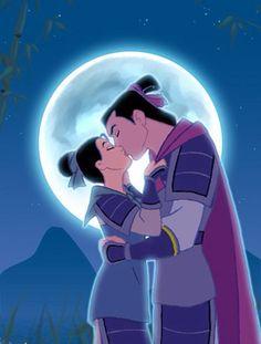 """Mulan et Shang (Mulan) Avec ces deux héros, tous les stéréotypes s'inversent et offrent une histoire d'amour hors du commun ! Shang, fils du chef des armées de l'empereur de Chine, est un jeune homme insensible au premier abord qui tente de se faire un nom et une place dans l'armée sans être réduit à l'image de """"fils à papa"""". Mulan est quant à elle une jeune fille indépendante. Respectueuse de sa famille, elle n'en déteste pas moins les conventions qui voudraient faire d'elle une fille…"""