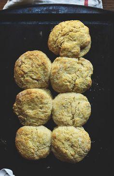 The Best Vegan Biscuits - asparagus Baking Soda Biscuits, Vegan Biscuits, Buttery Biscuits, Buttermilk Biscuits, Healthy Vegan Snacks, Vegan Foods, Vegan Dishes, Vegetarian Recipes, Alton Brown