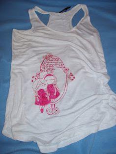 """Ποιά είναι η πιο μεγάλη Little Bitch??? Αποδείξτε πόσο Bitch είστε και κερδίστε ένα μοναδικό μπλουζάκι της σειράς """"Little Bitches"""" της Ασημίνας Μπρούζου.  Περισσότερες πληροφορίες στο http://assimismata.blogspot.co.uk/2012/04/23-little-bitch.html"""