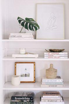 Easy Steps for Shelf Styling - Harlowe J. - Easy Steps for Shelf Styling – Harlowe JamesHarlowe James - Interior Design Minimalist, Minimalist Bedroom, Minimalist Decor, Minimalist Kitchen, Minimalist Shelving, Minimalist Apartment, Minimalist Living, Modern Minimalist, Decoration Inspiration