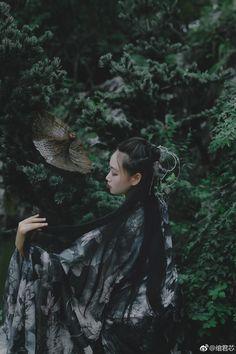 微博 Asian Fever, Hells Angels, Big Leaves, Asian Ladies, Hanfu, Asian Fashion, Editorial Photography, Character Inspiration, Beautiful Outfits