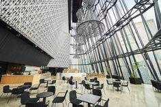 おしゃれなパブリックスペースがいろいろ♪銀座の新名所「東急プラザ銀座」に注目|ことりっぷ Shopping Mall Interior, Co Trip, Mall Design, Restaurant, Building, Home, Tokyo, Public, Japan