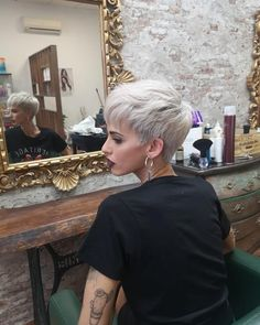 Today we have the most stylish 86 Cute Short Pixie Haircuts. We claim that you have never seen such elegant and eye-catching short hairstyles before. Pixie haircut, of course, offers a lot of options for the hair of the ladies'… Continue Reading → Short Blonde Haircuts, Sassy Haircuts, Short Haircut, Hairstyles With Bangs, Short Grey Hair, Short Hair With Bangs, Hair Bangs, Blonde Layered Hair, My Hairstyle