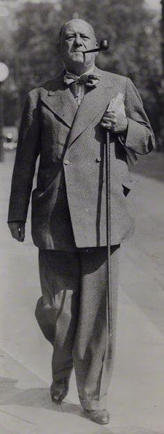 Aleister Crowley, der Vater von Thelema, in reiferen Jahren                                                                                                                                                                                 Mais