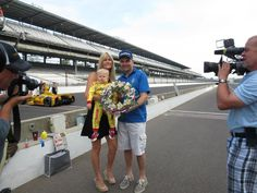 Ryden gets his very own mini BorgWarner wreath!  Very cool! @Beccy Bingham Hunter-Reay @RyanHunterReay @FollowAndretti @Louis Lee pic.twitter.com/kAuve9xmnI