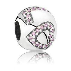 Un joli charm Pandora en argent LOVE pour la Saint Valentin!