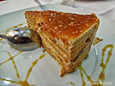 Travel backpack: Biscuit cake with caramel topping My Recipes, Sweet Recipes, Cake Recipes, Dessert Recipes, Cooking Recipes, Portuguese Desserts, Portuguese Recipes, Food Cakes, Milk Tart