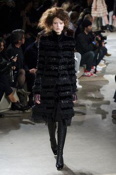 Alexander McQueen at Paris Fashion Week Fall 2015 - StyleBistro