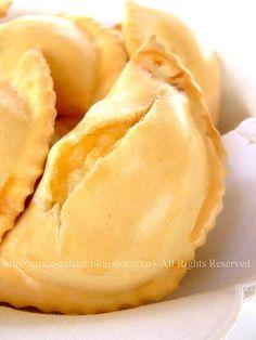 Nel periodo pasquale mia madre sforna queste deliziose cialde, saporitissime per via della grande quantità di formaggio e salumi con cui si ...