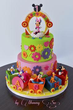 Deysi Con Cake De Mickey Mouse