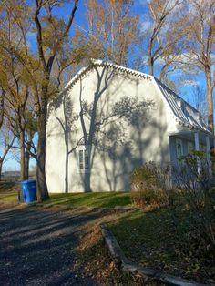 Regarde les reflets des arbres sur la maison Terry, photo que j'ai pris ds le Vieux Longueuil avec Caro