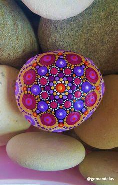 #taşboyama #weddingdecor #mandala #mandalaart #dotillism #puntillismo #plum #purple #piedraspintadas