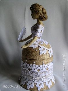 Pin by Juana Fortuna on Botellas Wine Bottle Art, Diy Bottle, Wine Bottle Crafts, Wine Bottle Design, Plastic Bottle House, Plastic Bottle Crafts, Photo Craft, Diy Photo, Jute Crafts
