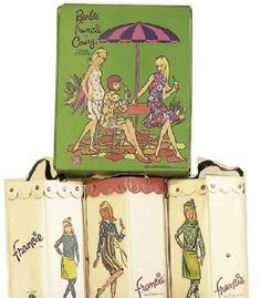 Many Barbie collector also become collectors of Vintage Barbie Doll Cases. There are many different cases, trunks and hatboxes, each with different values, colors and variations. Barbie Doll Case, Vintage Barbie Dolls, Barbie And Ken, Friend Outfits, Barbie Accessories, Barbie Collector, Barbie Friends, Doll Toys, Paper Dolls