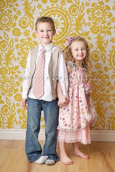 Adorable!  I am thinking about making my kids matching Easter outfits.