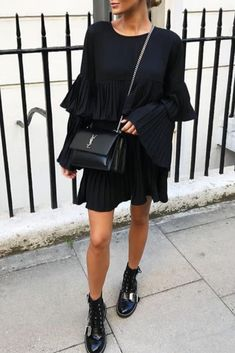 Summer Fashion Outfits, Chic Outfits, Fall Outfits, Fashion Dresses, Rock Street Style, Street Styles, Look Fashion, Womens Fashion, Black Long Sleeve Dress