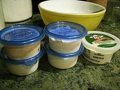 Home made cream cheese recipe - super simple, no cooking involved. A great beginner recipe to start you on your way to self sufficiency and more natural eating. Home Made Cream Cheese, Make Cream Cheese, How To Make Cheese, Fresh Cheese Recipe, Homemade Cheese, Cream Cheese Recipes, Difficult Recipe, Cheese Bites, Pie Dessert