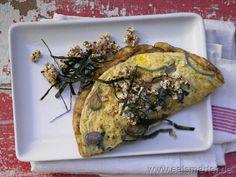 Locker-leichter Genuss mit einem Hauch pikanter Schärfe: Zwiebel-Omelett - smarter - mit Chili-Knusperflocken. Kalorien: 235 Kcal | Zeit: 30 min. #dinner