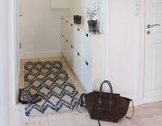 IKEA schoenenkast | Inrichting-huis.com Entry Hallway, Foyer, Ikea Trones, Ikea Bed, Shoe Rack, My House, Toilet, Bathtub, Storage